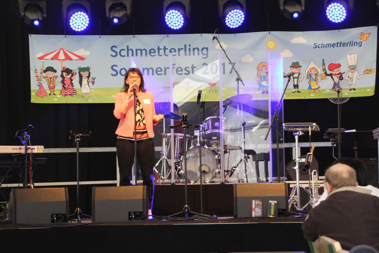 Anya Müller-Eckert bei der Begrüßung